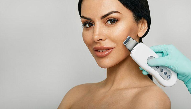 Чистка лица в сочетании с пилингом: глубокое и эффективное очищение вашей кожи